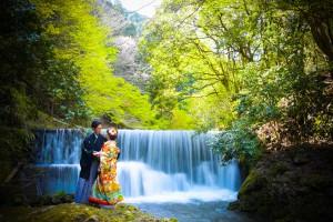 京都の奥座敷 明るい緑と、滝の水の音